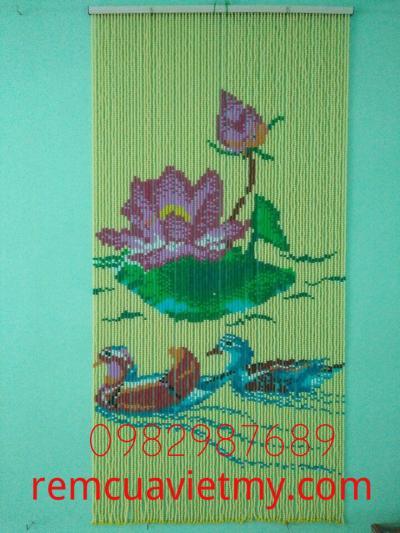 Rèm hạt nhựa kết tranh hoa sen H1